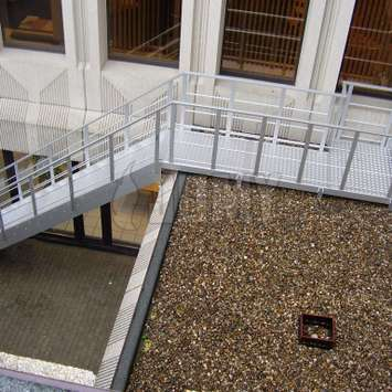 Anodized in line aluminum stairs with walkway over rooptop